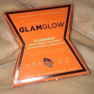 Glam glow flash mud face mask